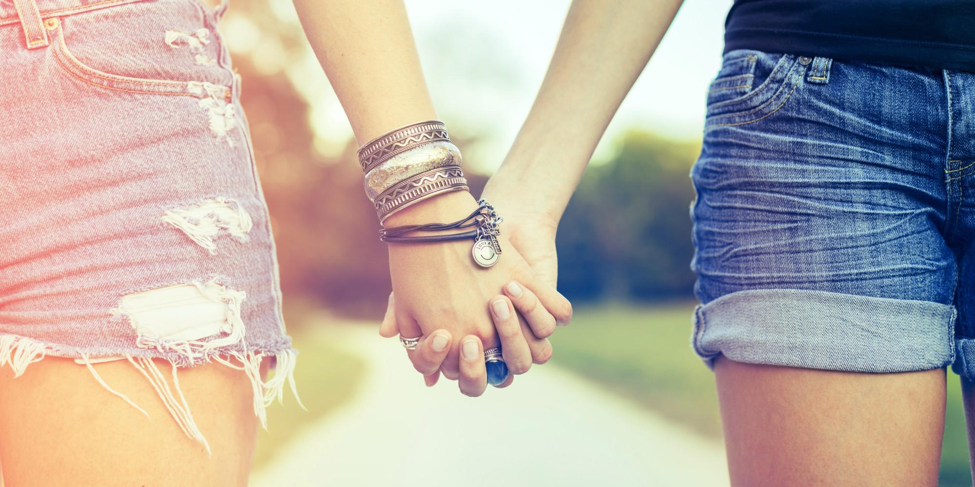 תוצ�ת ת�ונה עבור 2 GIRL HOLDING HANDS�
