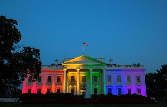 640px-White_House_rainbow_colors_to_celebrate_June_2015_SCOTUS_same-sex_marriage_ruling