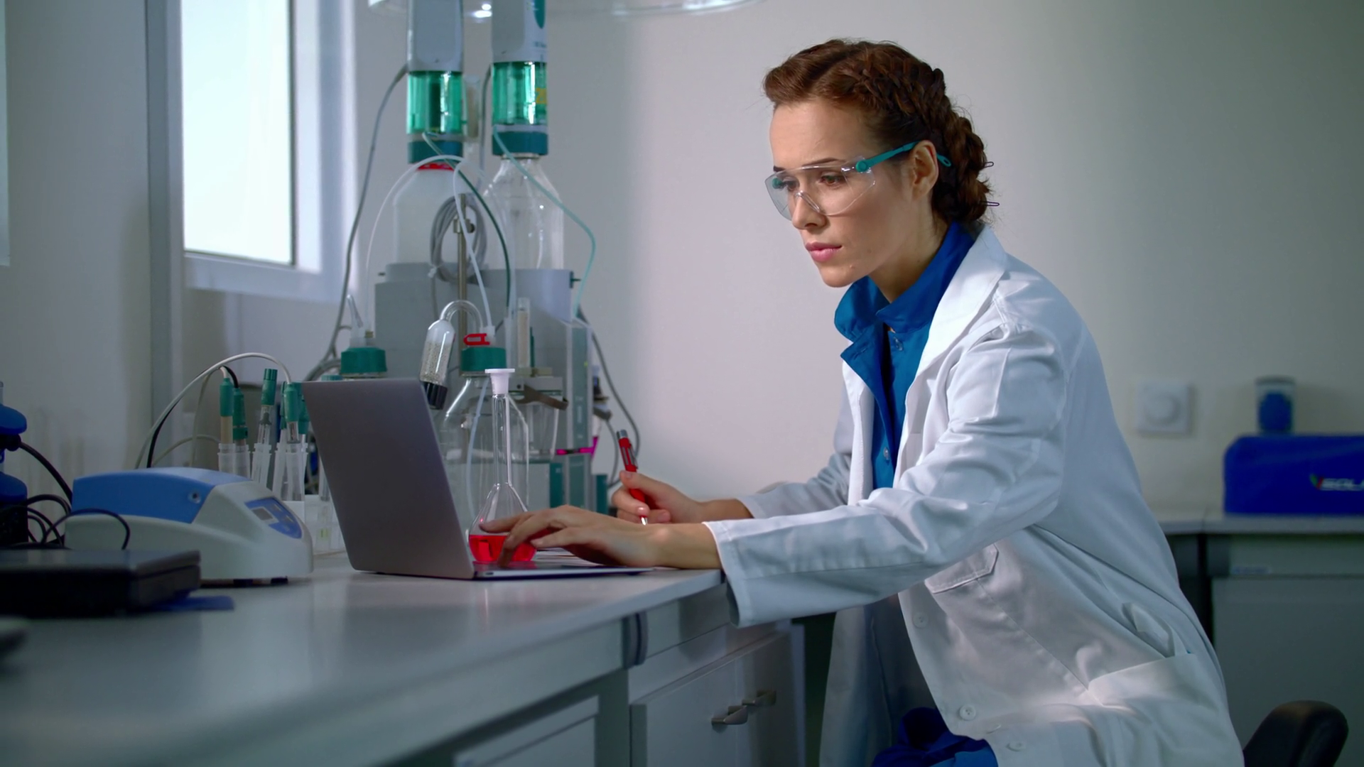 young-scientist-writing-down-results-of-research-laboratory-scientist-working-in-lab-female-scientist-in-lab-doctor-working-in-lab-with-modern-equipment-lab-woman-analyzing-test-result_sjmkpaky_x_thumbnail-full10.png